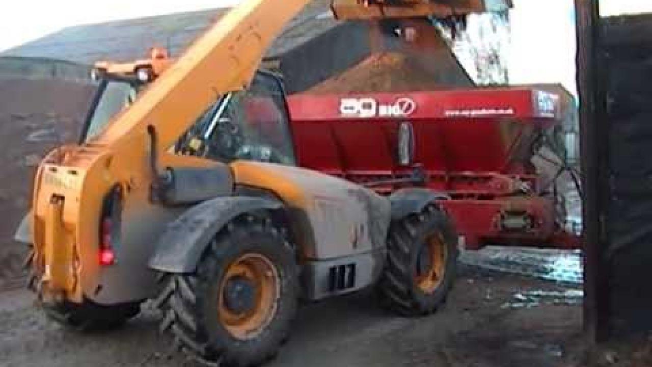 Оборудование AG Bigd для внесения подстилки в стойло