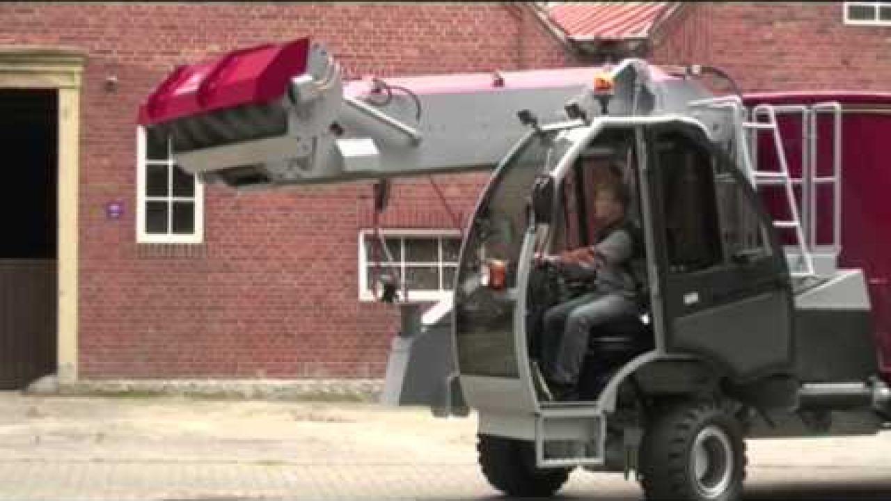 Самоходный кормораздатчик BVL Maximus